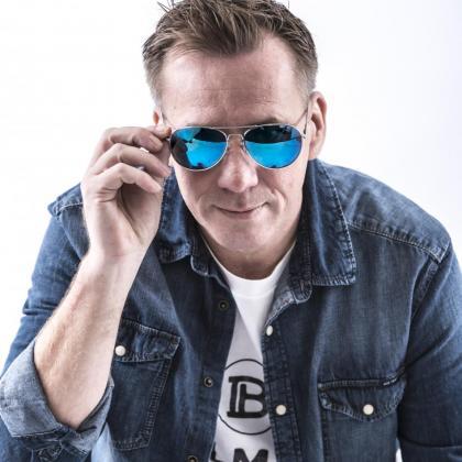 DJ ROAN